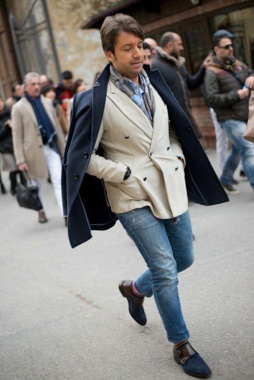2015-12-10のファッションスナップ。着用アイテム・キーワードはコート, ジャケット, チェスターコート, テーラード ジャケット, デニム, マフラー・ストール, モンクストラップ,etc. 理想の着こなし・コーディネートがきっとここに。| No:133498