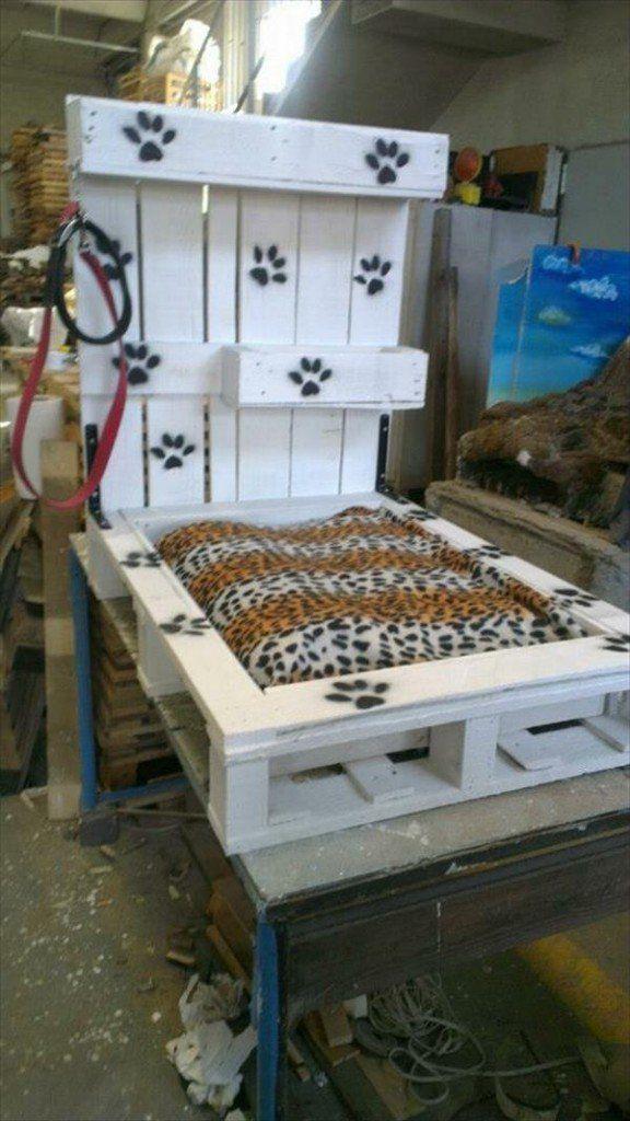 diy holz hundebetten aus europaletten hundebett. Black Bedroom Furniture Sets. Home Design Ideas
