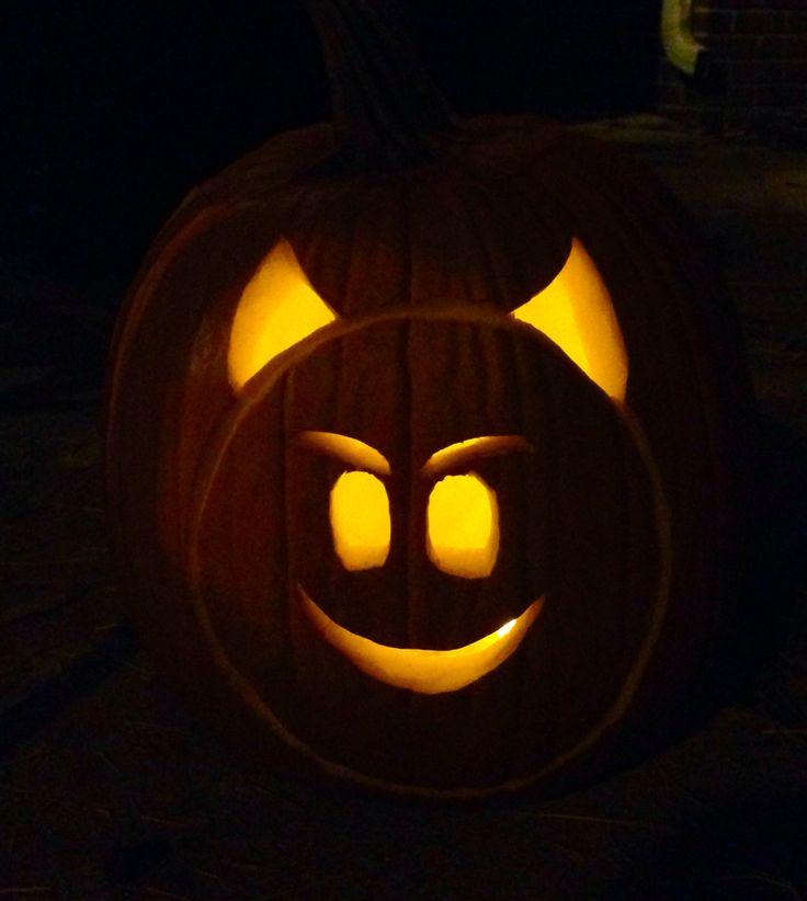 Les 25 meilleures idees de la categorie emoji pumpkin carving sur pinterest emoji citrouille for Emoji pumpkin carving ideas