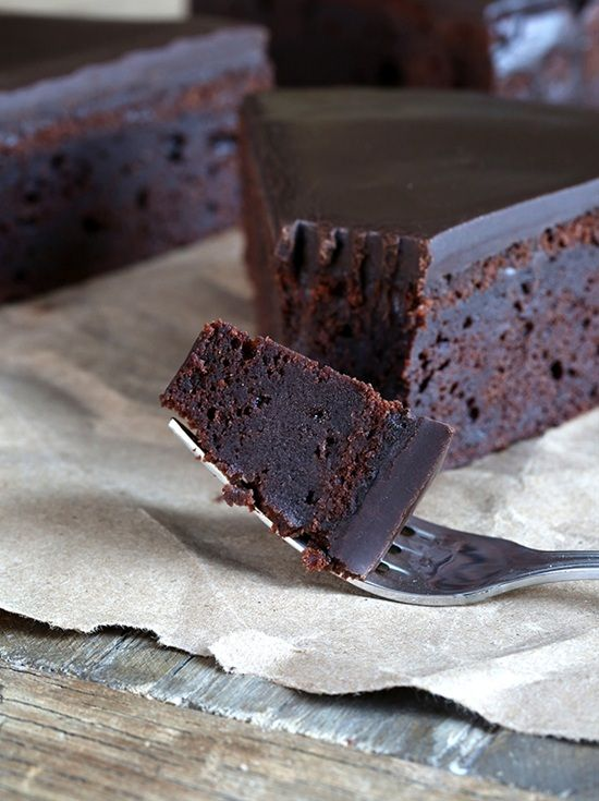 If you are gluten intolerant and you always crave for a tasty cake then this list is for you. Many believe that eliminating gluten from your cake means sacrificing flavor. Fear not, we've rounded up the 10 best delicious gluten-free cake recipes that you can make at home.