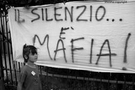 Lenzuoli contro la mafia. Palermo, 1993. Shobha/Contrasto