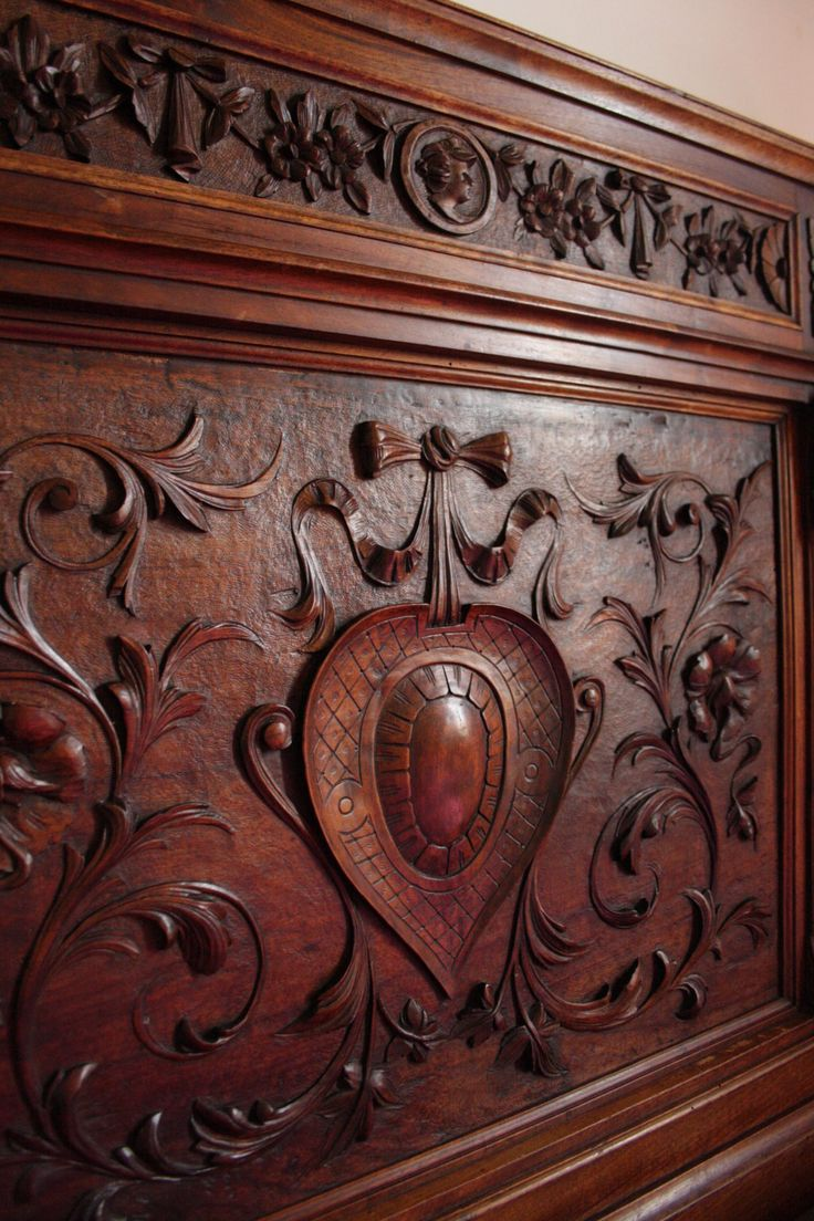 Particular of a #Sicilian #bed made by sicilian craftemen in #1800 with floreal decoration and a big #heart. Any idea what presents to get for them for #Valentine Day? :) #Art at B&B Belveliero #Trapani www.bebtrapanilveliero.it