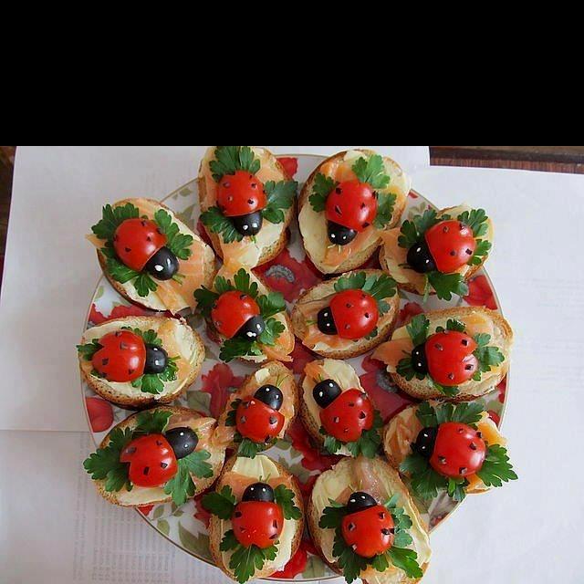Tomatoes, black olives and cream cheese!!: Idea, Recipe, Food, Cream Cheese, Smoke Salmon, Ladybugs, Cherries Tomatoes, Olives, Ladies Bugs