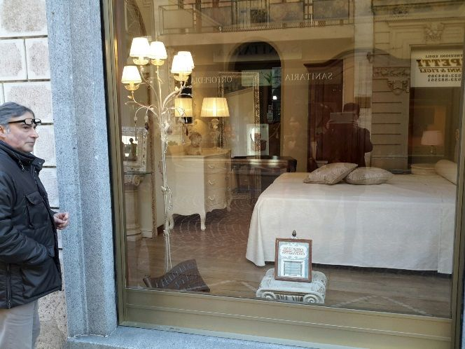 #mobilificiomanstretta #vetrina #madeinitaly #arredamenti #furniture