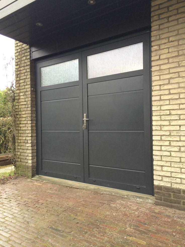 Garagedeur en voordeur in dezelfde stijl - Different Doors Garagedeuren