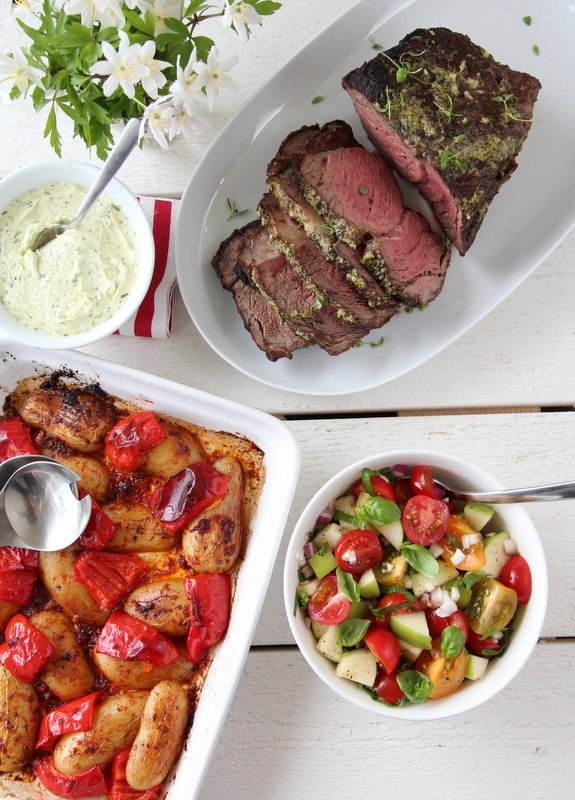Grillet entrecote med urtesmør og fargerik salat