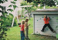 Se till att det blir kul för barnen i trädgården i sommar. Och tänk på att vuxna människor också behöver odla barnasinnet för att må bra!