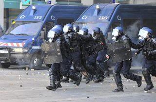 """Dans le """"viseur"""" : fil info sur tous les """"fronts"""" !: Des violences en Corse ! Les forces de l'ordre vic..."""