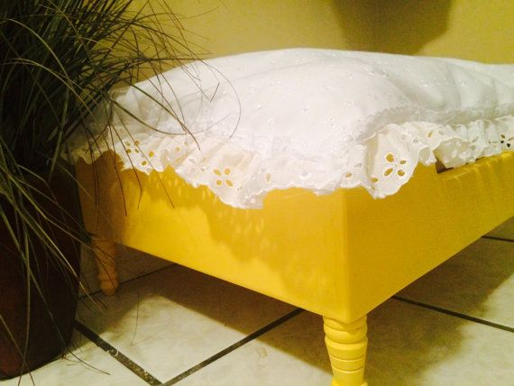 Custom Dog Beds/yellow bed with white от LizaLousFancyDogBeds