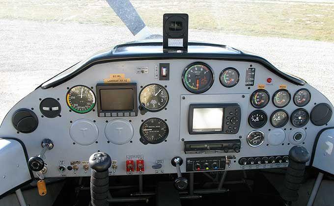 Simulador de vol en una cabina a escala real d'un Boeing 737.800 NG des de 45€