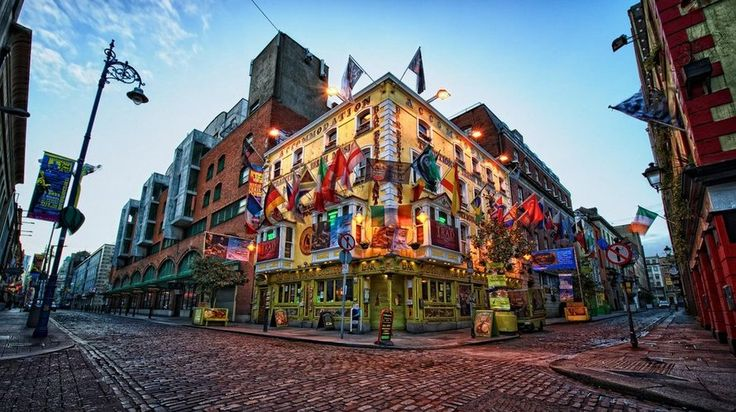 The colourful flavours of Temple Bar! #Dublin is a picture perfect spot waiting to be explored.