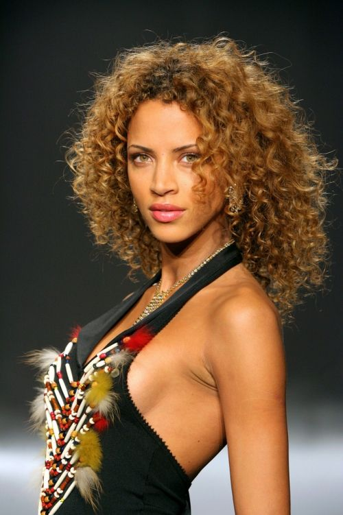 v hair styles curls and makeup noemie lenoir curly 3433
