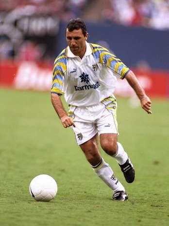 Hristo Stoichkov, Após problemas com o técnico Cruyff, deixou o Barcelona e foi jogar no Parma  Foto: Getty Images