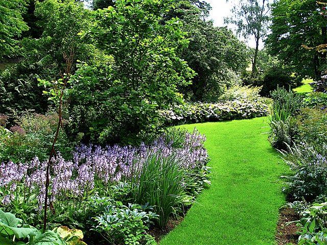 25 best ideas about jardins ingleses no pinterest for Ideas jardin desnivel