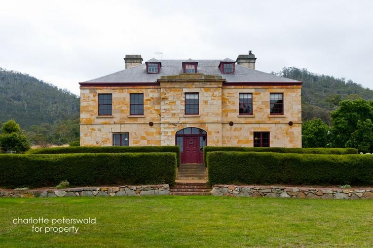 Early colonial architecture (1835) in Cambridge, Tasmania (Australia). It's for sale!
