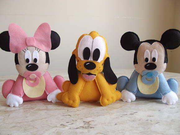 Centro de mesa Baby Mickey, Baby Minnie e Baby Pluto para festa Baby Disney ou enfeite de quarto de bebê.  Personagens confeccionados em feltro, com enchimento em plumante.   Atenção: Medidas aproximadas: 19cm altura (sem o laço), 16cm de comprimento e 2,5cm de espessura.