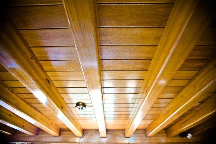 Schimmel Unter Holzdecke Risiken Kellerdecke Deckenbalken Hausschwamm