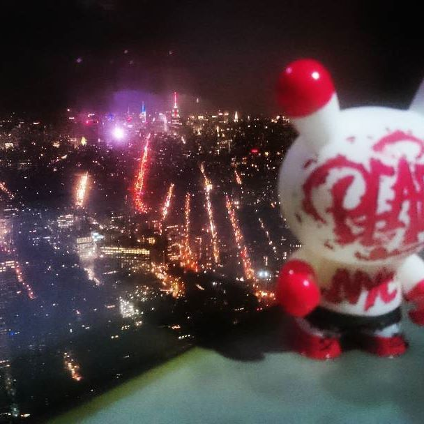 🌃One World Solidetoyz🌃  The First (Solide) Graffiti Toy up in the One World Trade Center,  Nyc, Manhattan, Dec 2015   #Solidetoyz #solideshots #art #graffiti #toyz #munny #artoy #kidrobot #munnyworld #NYC #oneworldtradecenter#Manhattan #100thfloor #skyline #esb #timesquare #bynight #newyork #cityneversleeps #buildings #tower #gettinghigh #PEACK #topoftheworld #peack109graff #architecture #streets #lights