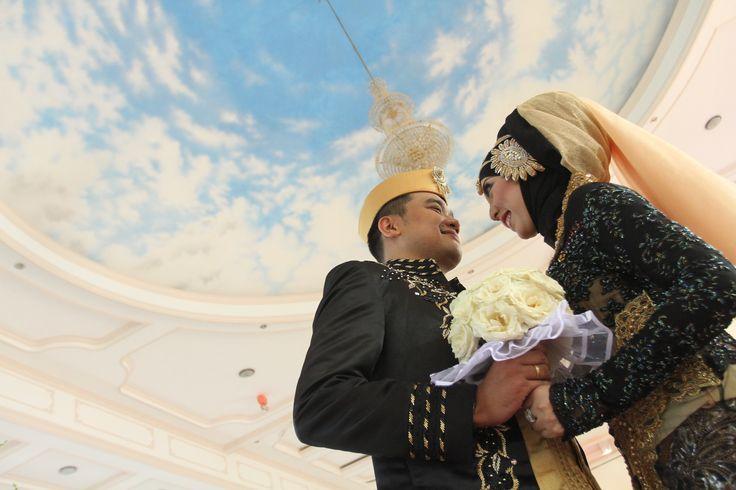 #wedding #bridal #kebaya  black gold :)