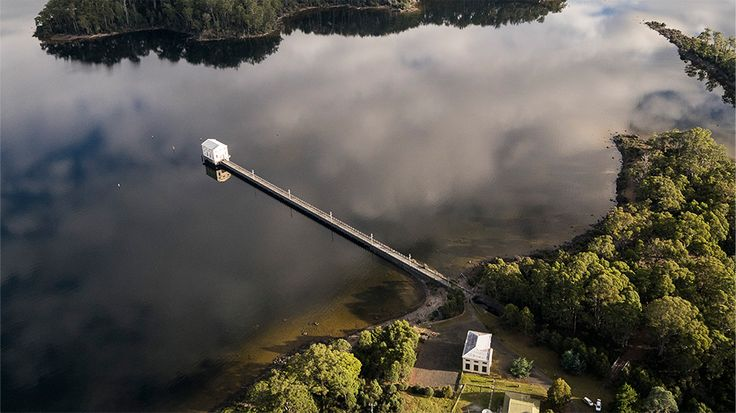Pumphouse Point on Lake St Clair, Tasmania & experience the majestic Tasmanian Wilderness. Contact us to make a booking today.