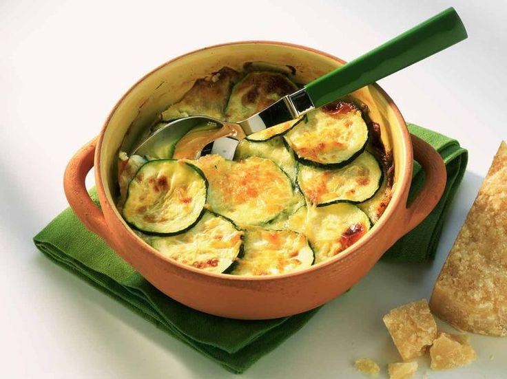 Testé : Gratin courgette tomate oignon parmesan  Cuisson 45 min, ne pas trop caraméliser les oignons, pas de fleur => huile au thym.  Après 35 min sortir et saupoudrer de parmesan. Rend du jus, bon avec du riz.