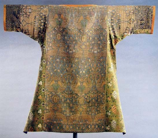 Dalmatic with pelicans was made in Italy (14th century) and now is in Abbeg Foundation, Riggisberg