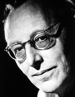 Carl Orff (1895-1982), compositeur allemand, célèbre pour son œuvre théâtrale et pédagogique. Dans son célèbre oratorio scénique Carmina burana (1937), il utilise des poèmes du XIIIe siècle et crée une musique délibérément simple, pour grand orchestre et chœur, articulée autour de pulsations et de rythmes vigoureux, aux sonorités riches.