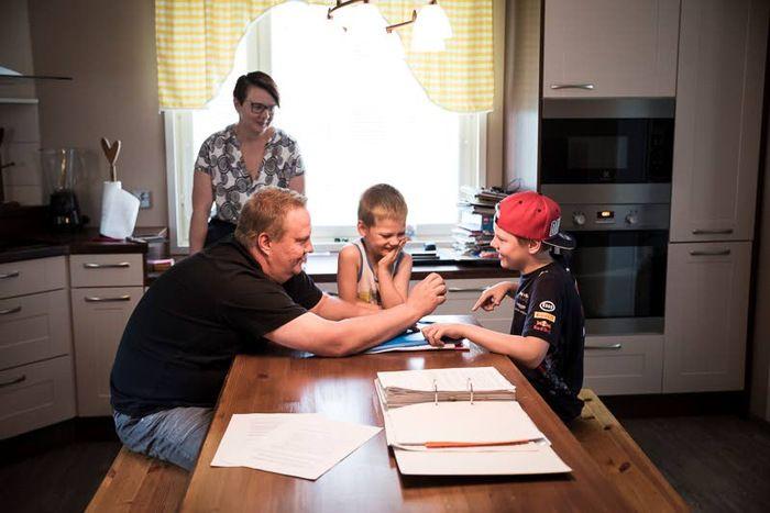AAMUPOSTI|LopenTopenolla asuva Aaltosten perhe elää ristiriitaisten tunteiden sävyttämää kesää.