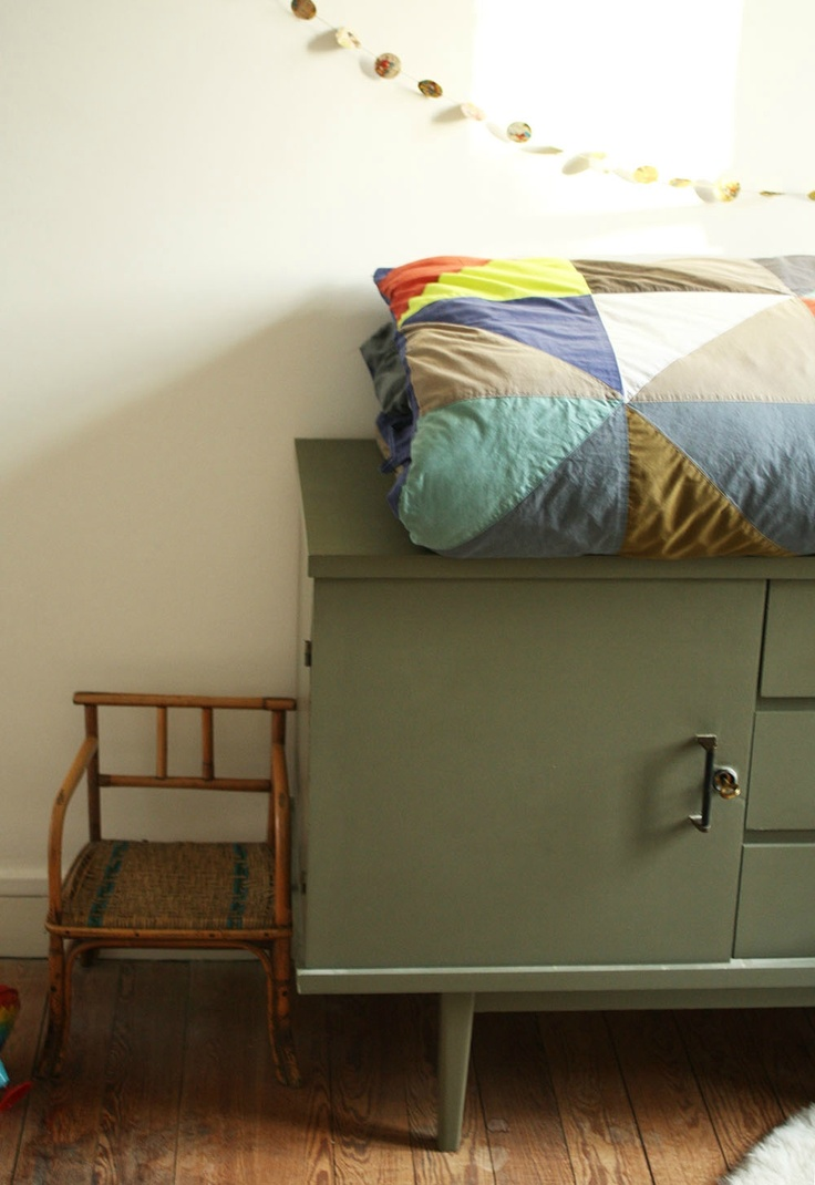 blanket and colour of sideboard...