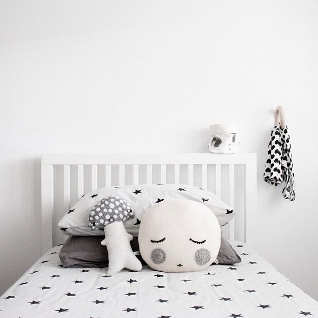 Simple but stunning and a really cute selection of cushions! #blackandwhitechildrensrooms #monochromenursery #monochromekidsrooms