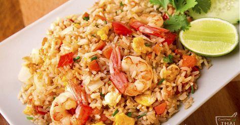 Fabulosa receta para Arroz frito con gambas( estilo Tailandés). Hoy os traigo una nueva receta de la cocina tailandesa, se trata de uno de los platos que más se comen en Tailandia, se puede preparar con una gran variedad de ingredientes, pero hoy me he decidido por hacer el que es sin duda alguna el favorito de los tailandeses, el Khao Pad Koong ó arroz frito con gamb
