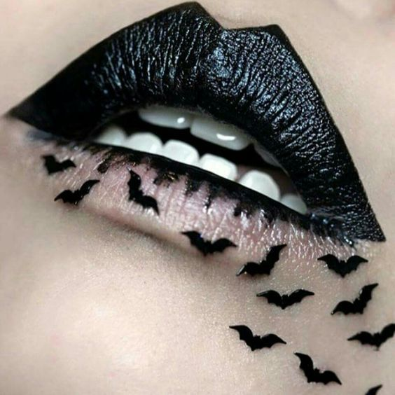 Labios negros con murciélagos.
