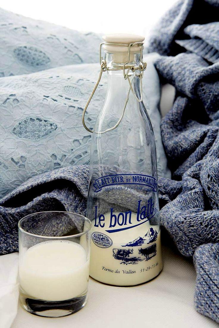 Milk's Bottle / Elena Olay Photographer