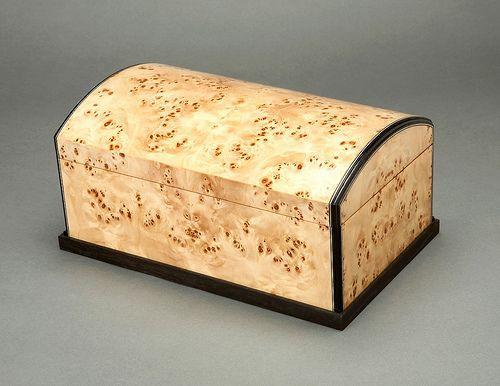 Beautiful burl jewelry box   – Möbel