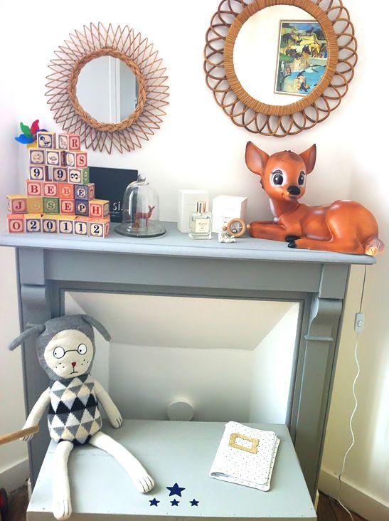 cheminee grise lampe bambi veilleuse et miroir en rotin pour chambre