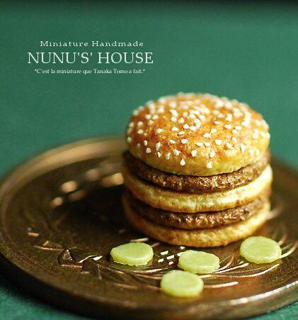 Miniature hamburger & pickles on Japanese 10 yen coin for comparison. @Nunu's House, Japan. / 十円玉に乗ったミニチュア ハンバーガーとピクルス