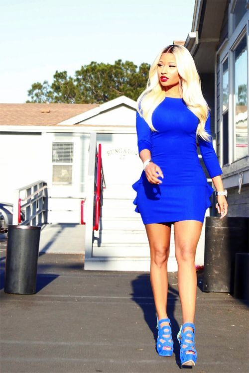 I don't really care for Nicki Minaj, but I actually like this picture of her. The cobalt blue dress is amazing, and this is the best I've ever seen her hair.