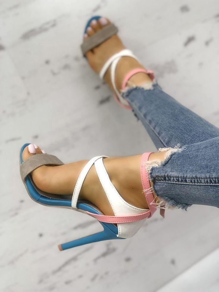 Sandales à talons hauts multicolores avec découpes  #decoupes #hauts #multicol…