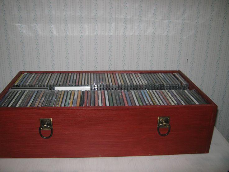 CD-laatikko vanerista.