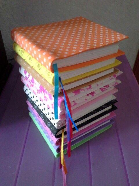 Libretas de papel bond, separador de liston y pastas de fommy decorado con serigrafia