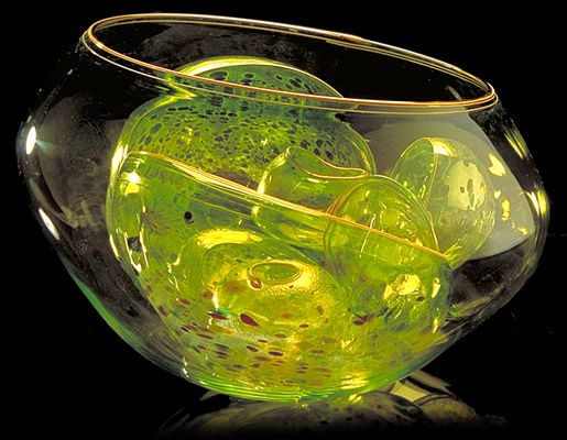 Dale Chihuly - Artist - CITRON GREEN BASKET SET WITH YELLOW LIP WRAP, 1991