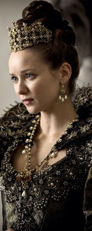 Alexandra Dowling Queen Anne in The Musketeers