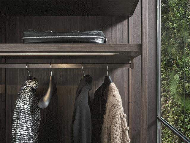 POLIFORM: Ego walk-in closet in oak