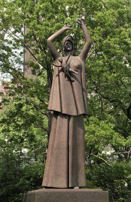 Cette statue de l'artiste italien Giacomo Manzu intitulée « mère et enfant » a été offerte aux Nations Unies par l'#Italie en 1989.