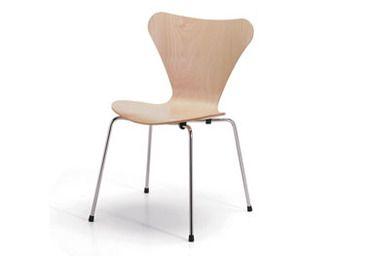 Sedia Serie 7, Arne Jacobsen, 1955. Struttura in tubolare di acciaio cromato; scocca in faggio naturale o verniciato nei colori di campionario.