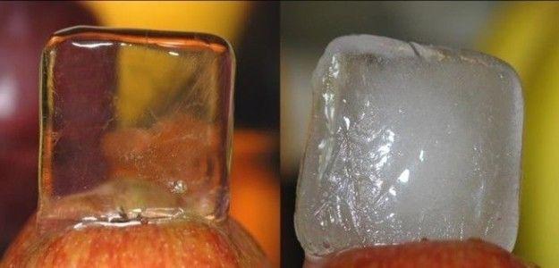 Se você quer cubos de gelo 100% transparentes, ferva a água duas vezes antes de congelar.   14 coisas que podem mudar o jeito como você come e cozinha