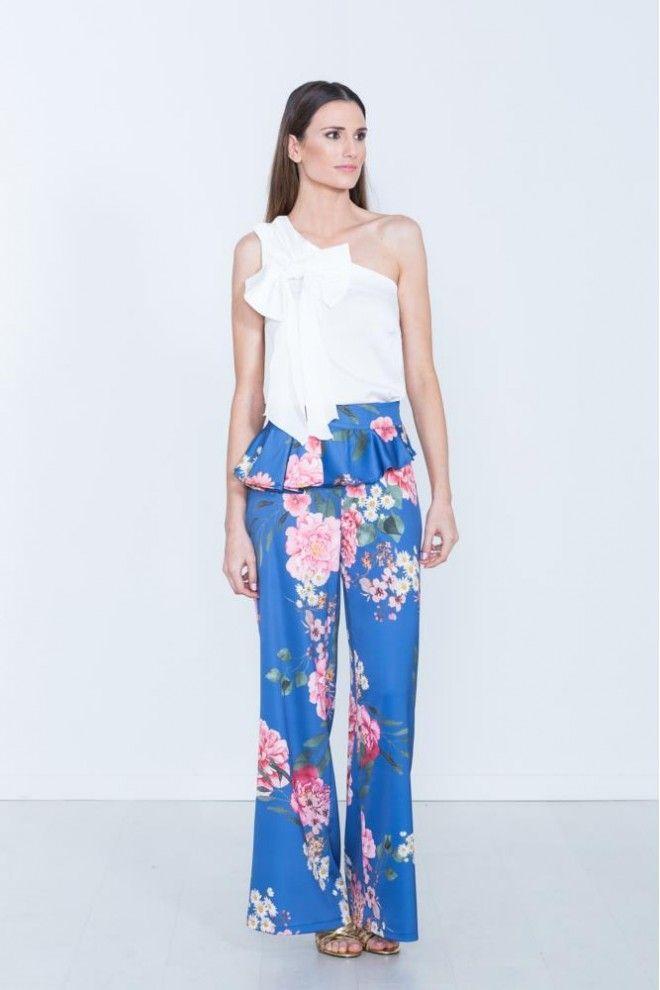 9f9e0f19bc Pantalon tipo palazzo con estampado de flores en color azul o blanco.