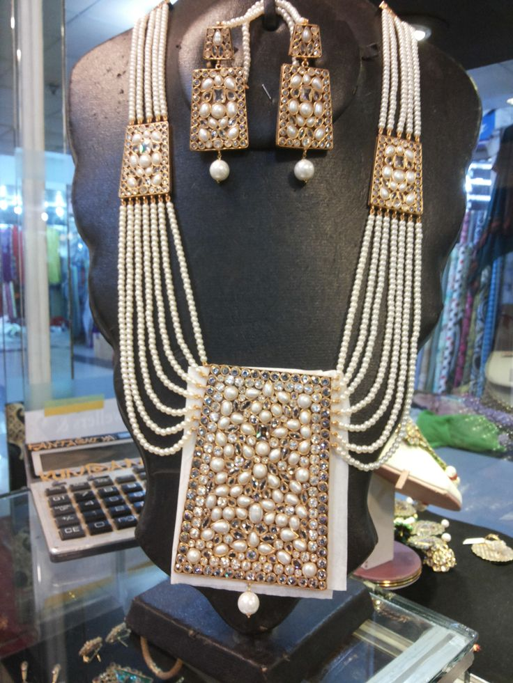 Kundan Jewellery Available www.facebook.com/fantashiyakundan