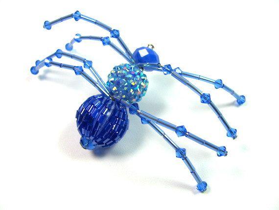 Hey, diesen tollen Etsy-Artikel fand ich bei https://www.etsy.com/de/listing/245040733/hanging-spider-art-crystal-spider