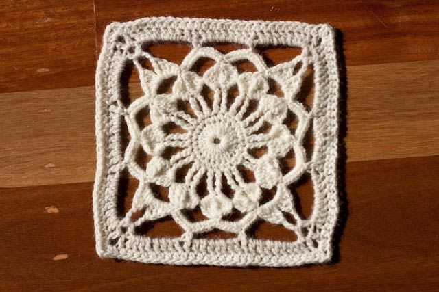 Locutus   Free pattern for afghan square (This pattern is still in testing stages  and may contain errors)    8ply (DK), 4.00mm hook for an ...